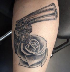 pistolet tatouage