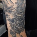 Roses noires tatouage